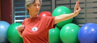 Zajęcia qigong w Cieszynie o charakterze rehabilitacyjnym pomogą w podniesieniu ogólnej witalności organizmu, dodadzą sił, poprawią ruchomość stawów, wzmocnią kości i ścięgna
