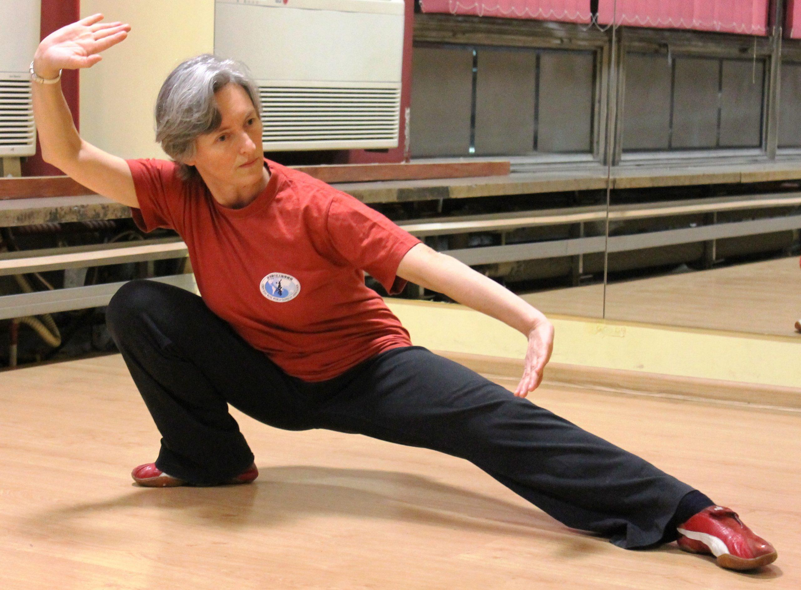 Zajęcia z tai chi i qigong oraz jogi w Cieszynie to zestaw ćwiczeń odblokowujących napięcia w ciele. Ćwiczenia te nie tylko poprawiają kondycję fizyczną, także wzmacniają kości i ścięgna i poprawiają ruchomość w stawach
